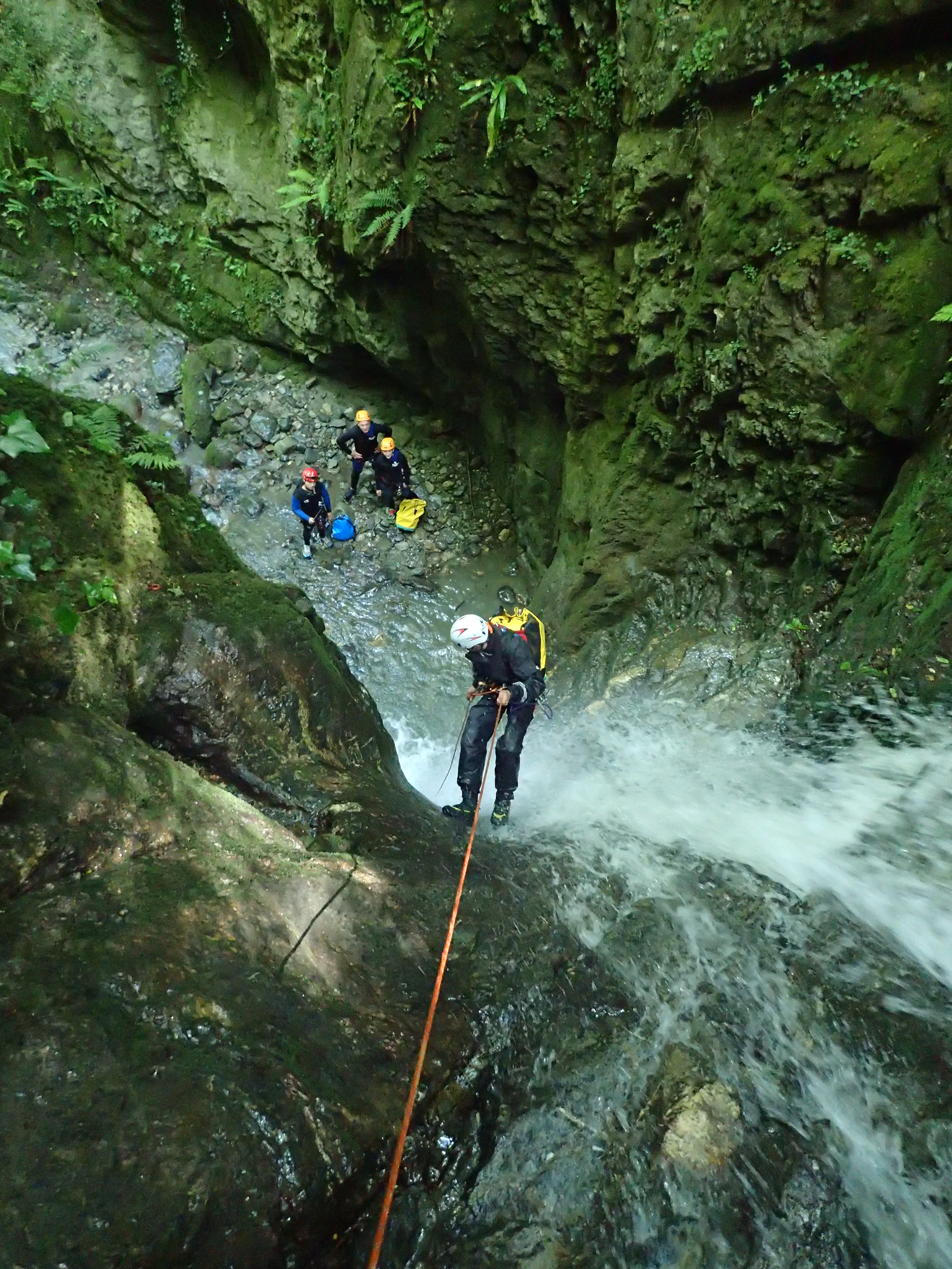 Canyon - descente rappel 1