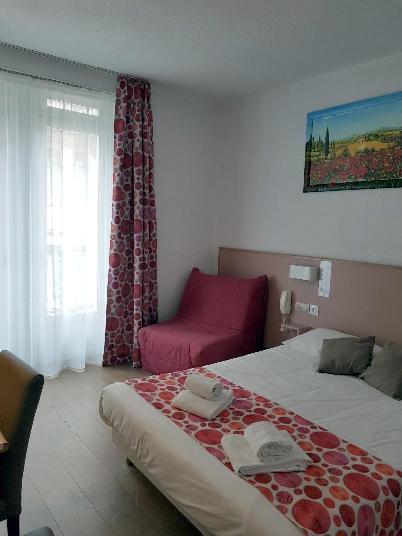 Lourdes Hotel de Paris_ ch double grand lit