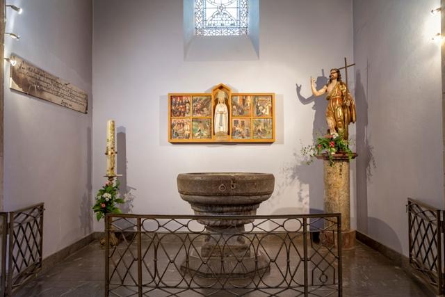 Lourdes Fonds baptismaux église paroissiale