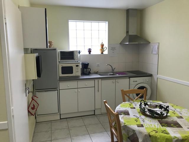 Lourdes Location MME MASANABA Cuisine